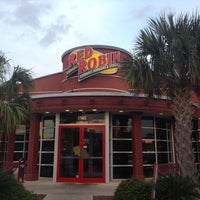 Photo taken at Red Robin Gourmet Burgers by Gabriel J. on 4/29/2013