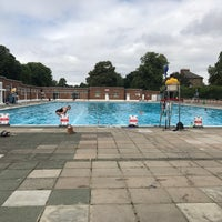 Photo prise au Brockwell Lido par Katy D. le7/3/2017
