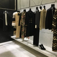 Das Foto wurde bei Yves Saint Laurent von Yusiya F. am 10/14/2016 aufgenommen