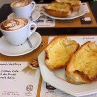 Photo taken at Supremo Arábica - Café & Chocolate by Gabriela P. on 8/31/2013