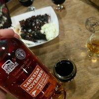 Foto tirada no(a) Seven Stills Brewery & Distillery por Adam R. em 11/25/2017