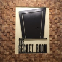 Foto diambil di The Secret Room oleh Sa🕊 pada 7/15/2017
