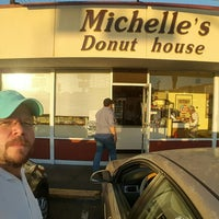 Photo taken at Michelle's Donut House by Arturo T. on 6/20/2017