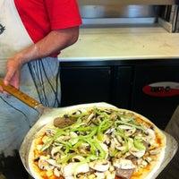 7/8/2013 tarihinde Efe U.ziyaretçi tarafından Olivia's Pizzeria'de çekilen fotoğraf
