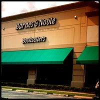 Foto tirada no(a) Barnes & Noble por Xime D. em 9/4/2013