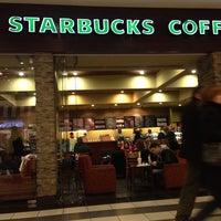 Снимок сделан в Starbucks пользователем Shen C. 9/29/2013