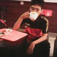 Photo taken at PHD (Pizza Hut Delivery) by Wahyu T. on 6/27/2013