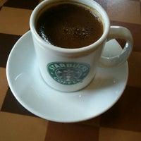3/28/2012 tarihinde Tuba S.ziyaretçi tarafından Starbucks'de çekilen fotoğraf