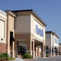 Foto tomada en Tulsa Hills Shopping Center por Tulsa Hills Shopping Center el 8/14/2014