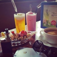 Photo taken at H.E.M.A. Dutch Resto by Ully S. on 10/11/2016