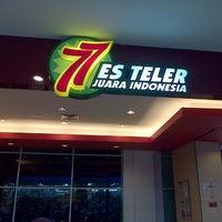 Photo taken at Es Teler 77 by Bambang B. on 8/18/2013
