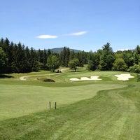 Foto tomada en Mount Snow Golf Club por Michael B. el 6/21/2013