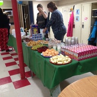 Photo taken at Ecole St-Edouard by Réseau Mères E. on 12/21/2012