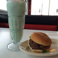 Photo taken at Steak 'n Shake by Haoxiang Y. on 8/10/2014