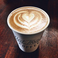 Das Foto wurde bei Flat Track Coffee von Diego 🇨🇴 P. am 8/9/2013 aufgenommen