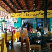 Photo taken at Cafe El Expresso Sayulita by Diego 🇨🇴 P. on 8/31/2014
