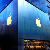รูปภาพถ่ายที่ Apple Store โดย 無 เมื่อ 9/2/2013