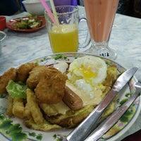 Photo taken at Roti Telur Goreng Kentang Gerai No.45 by Eizal F. on 2/2/2015
