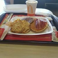Photo taken at McDonald's by Fernando J. on 11/7/2016