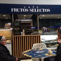 Photo taken at Café Frutos Selectos by Nelson P. on 8/17/2014