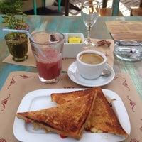 Foto scattata a Trufa Cafetería Gourmet da Manuel V. il 12/14/2014