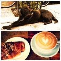 5/11/2013 tarihinde Nicholas W.ziyaretçi tarafından Lenox Coffee'de çekilen fotoğraf