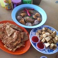 Photo taken at Choy Kee KL Ampang Yong Tau Foo 吉隆坡安邦娘酿豆腐 by JackieMk L. on 8/1/2014
