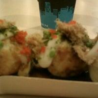 Photo taken at Sushi Moto by Jinjiruks I. on 11/28/2012