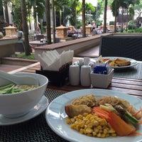 Photo taken at Tara Angkor Hotel Breakfast Lounge by itochu on 12/2/2013