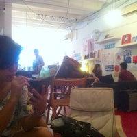 Photo prise au The Pigeonhole par Aisyah H. le12/8/2012