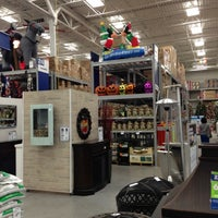 Photo taken at Lowe's Home Improvement by Igor L. on 10/12/2012