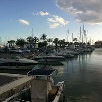 Foto tomada en Puerto Deportivo de Benalmádena - Puerto Marina por Sandra G. el 4/1/2013