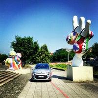 Das Foto wurde bei Die drei Nanas am Leibnizufer von Citroën I. am 7/9/2013 aufgenommen