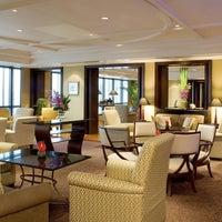 Foto tirada no(a) Le Royal Club Lounge por Le Royal Club Lounge em 8/9/2013