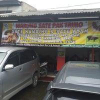 Photo taken at Warung Sate Dan Tongseng Kambing Pak Trimo by Rudy Kho N. on 1/24/2014