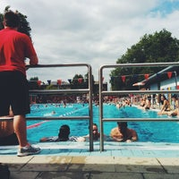 Photo prise au London Fields Lido par Mat A. le7/16/2014