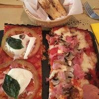 12/3/2015 tarihinde Luisziyaretçi tarafından La Pimpa Pizzeria'de çekilen fotoğraf