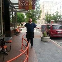 6/13/2013 tarihinde Jacob C.ziyaretçi tarafından John Berryhill's Bacon'de çekilen fotoğraf