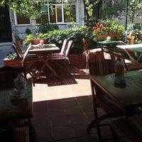 6/25/2013 tarihinde Gökçe K.ziyaretçi tarafından Cafe&Shop'de çekilen fotoğraf