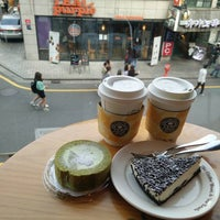 Photo taken at The Coffee Bean & Tea Leaf by marisaploy m. on 10/25/2015