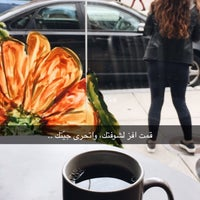 Photo taken at L'Artisan Cafe and Bakery by Mohammed Q on 4/7/2017