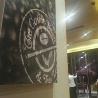 Photo taken at The Coffee Bean & Tea Leaf by Raymund D. on 3/17/2013