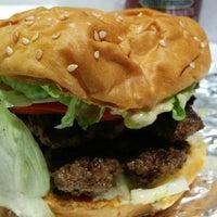 3/1/2015 tarihinde Eric J.ziyaretçi tarafından Z Burger'de çekilen fotoğraf
