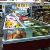 Foto tirada no(a) So Ofertas Supermercados por Felipe A. em 7/23/2013