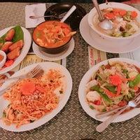 Foto tomada en Sombat's Fresh Thai Cuisine por Isaac C. el 10/10/2017