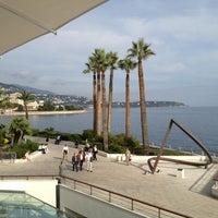 รูปภาพถ่ายที่ Grimaldi Forum โดย Nicola L. เมื่อ 10/25/2012