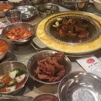 Foto tomada en Mapogalmaegi Korean BBQ por Edward H. el 2/19/2018