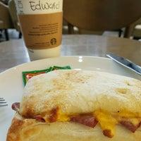 8/31/2016 tarihinde Edward H.ziyaretçi tarafından Starbucks'de çekilen fotoğraf
