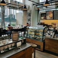 8/19/2016 tarihinde Edward H.ziyaretçi tarafından Starbucks'de çekilen fotoğraf