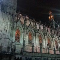 Foto tomada en La Basílica Del Voto Nacional por Lubisay H. el 9/8/2013